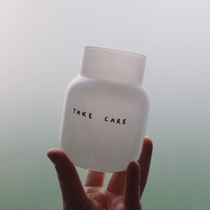 TAKE CARE Vase - WEISS – Johanna Schwarzer