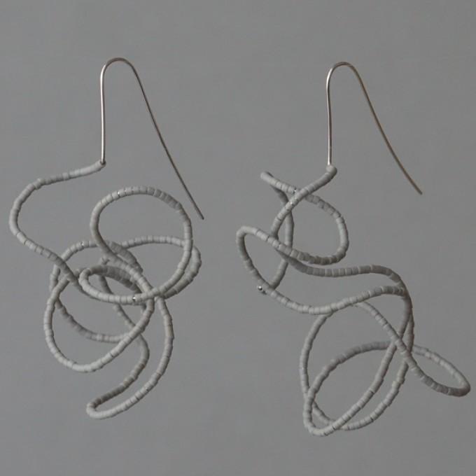 Gewirr grau - margaritifera - Ohrhänger - Stahl und Glas
