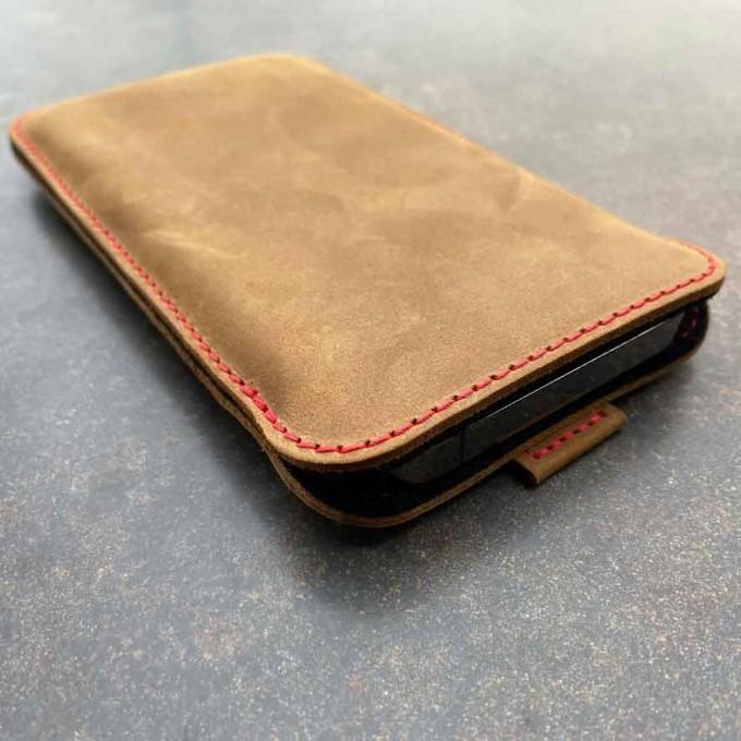 germanmade. iPhone 12 & iPhone 12 Pro Lederhülle – vegetabil gegerbtes Leder & natürlicher Wollfilz