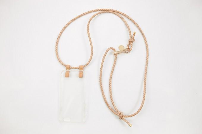 Lapàporter – iPhone case zum Umhängen mit geflochtener Lederkordel, natur/gold