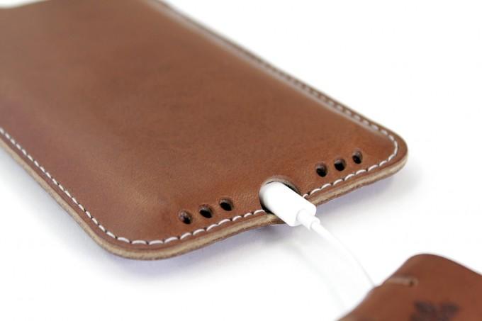 Pack & Smooch Kingston - iPhone 11 / XR Hülle aus pflanzlich gegerbtem Leder mit 100% Merino Wollfilz innen kaschiert. Schmale Version!