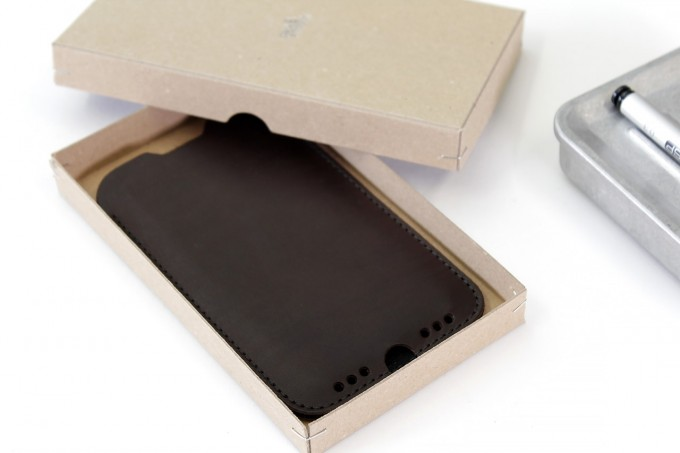 iPhone SE (2020) / 8 / 7 / 6S Hülle KINGSTON Pflanzlich gegerbtes Leder, 100% Wollfilz (Mulesing-frei)