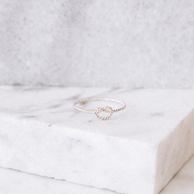 iloveblossom KNOTS OF LOVE RING // twisted silver