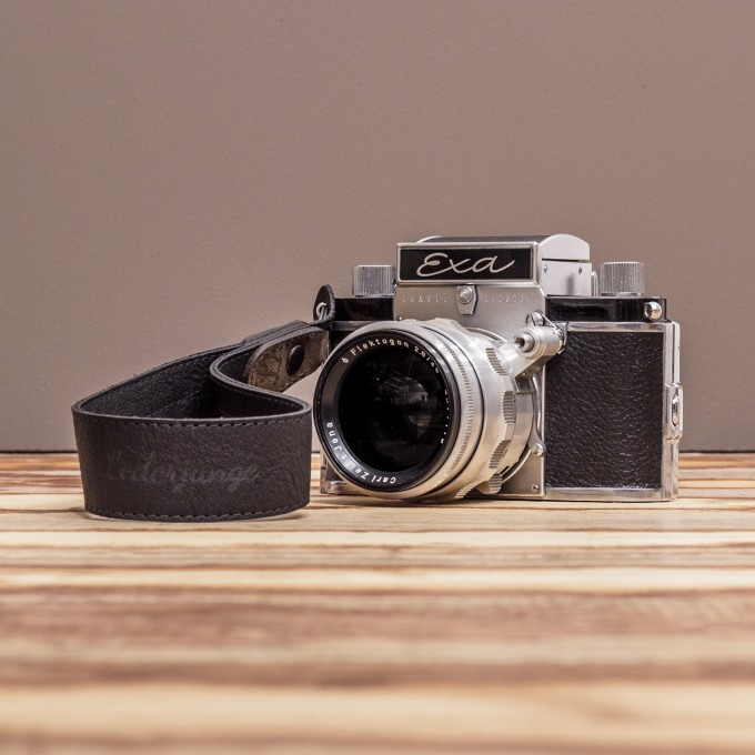 LEDERJUNGE – Kamera-Handschlaufe »FELIX« aus Rhabarberleder (braun)