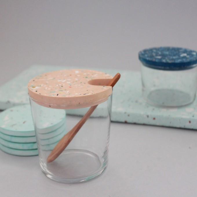 objet vague / Terrazzo Großes Glas mit Holzlöffel / Skin