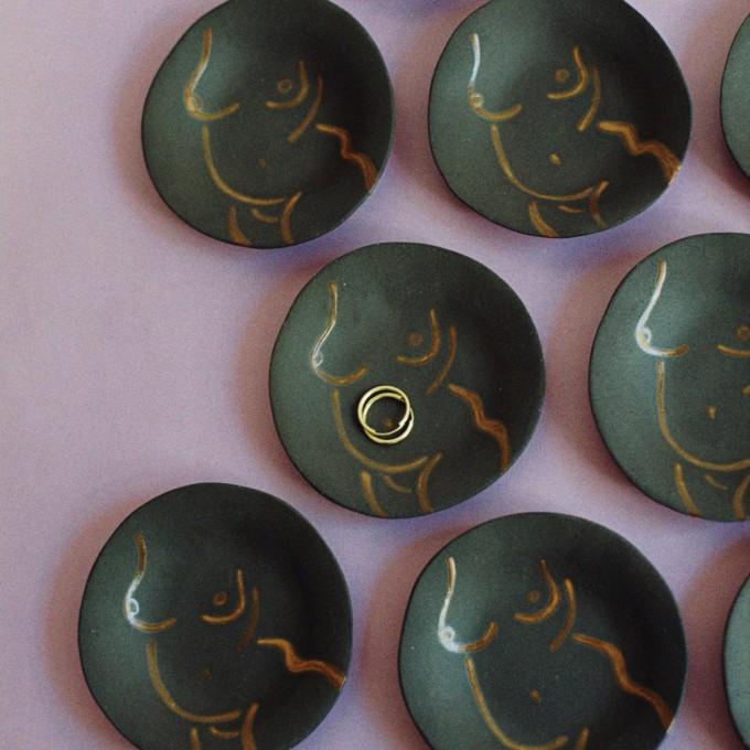 Power Pottery – Schmuckteller Yara (schwarzer Ton)