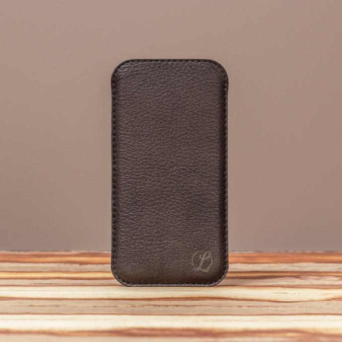 LEDERJUNGE – Smartphone-Sleeve »BJÖRN« aus Rhabarberleder (braun)