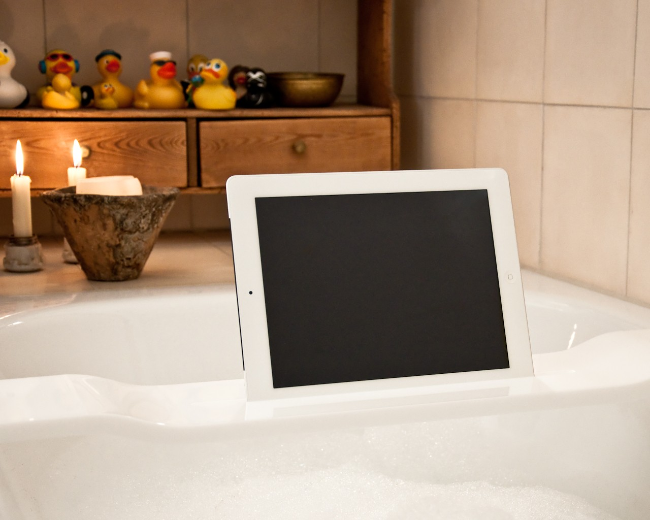 Wood u wave halterung halter f r ipad und tablet f r for Tablett badewanne