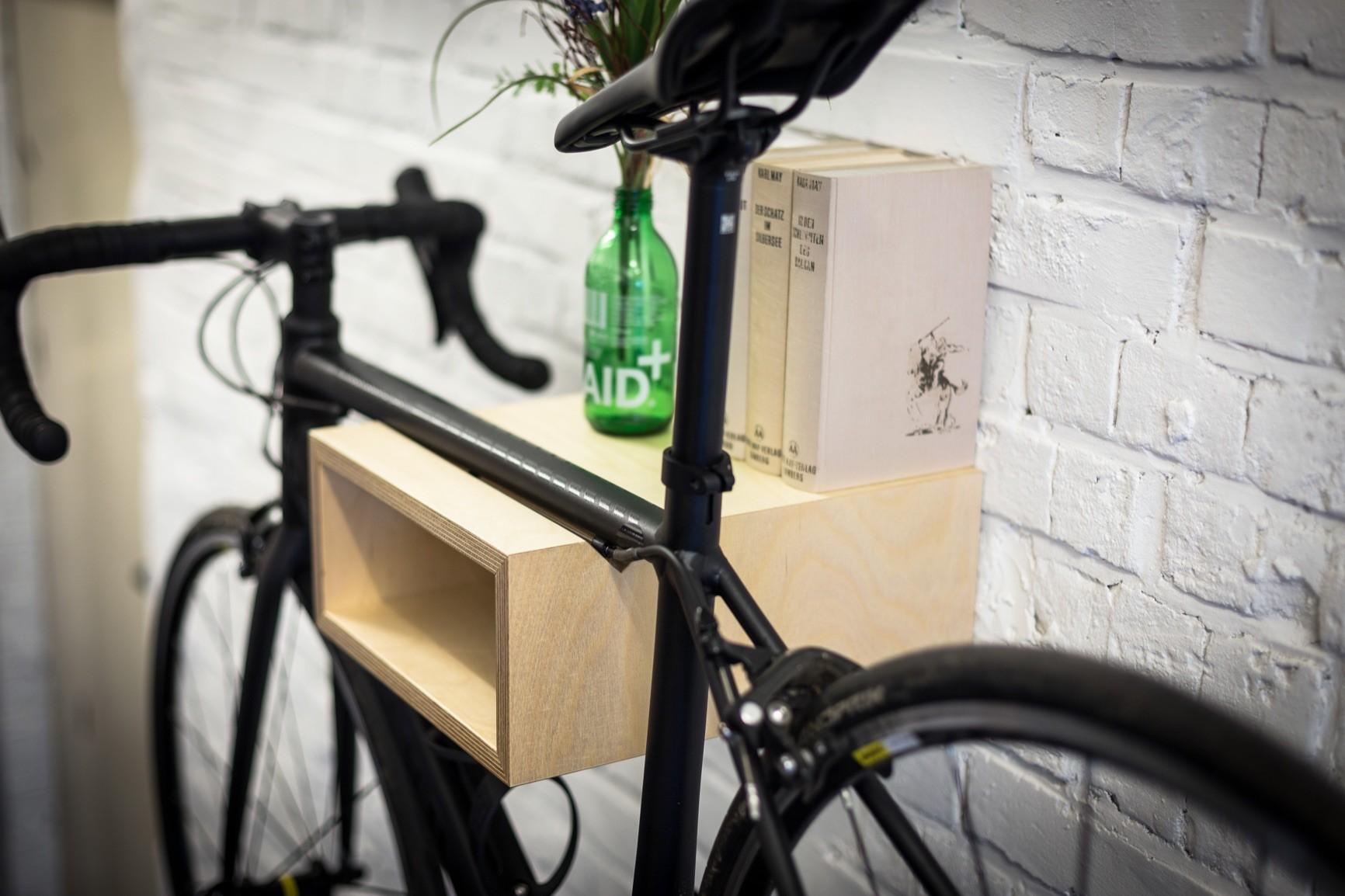 gustav fahrrad wandhalterung aus holz fahrradwandhalter. Black Bedroom Furniture Sets. Home Design Ideas