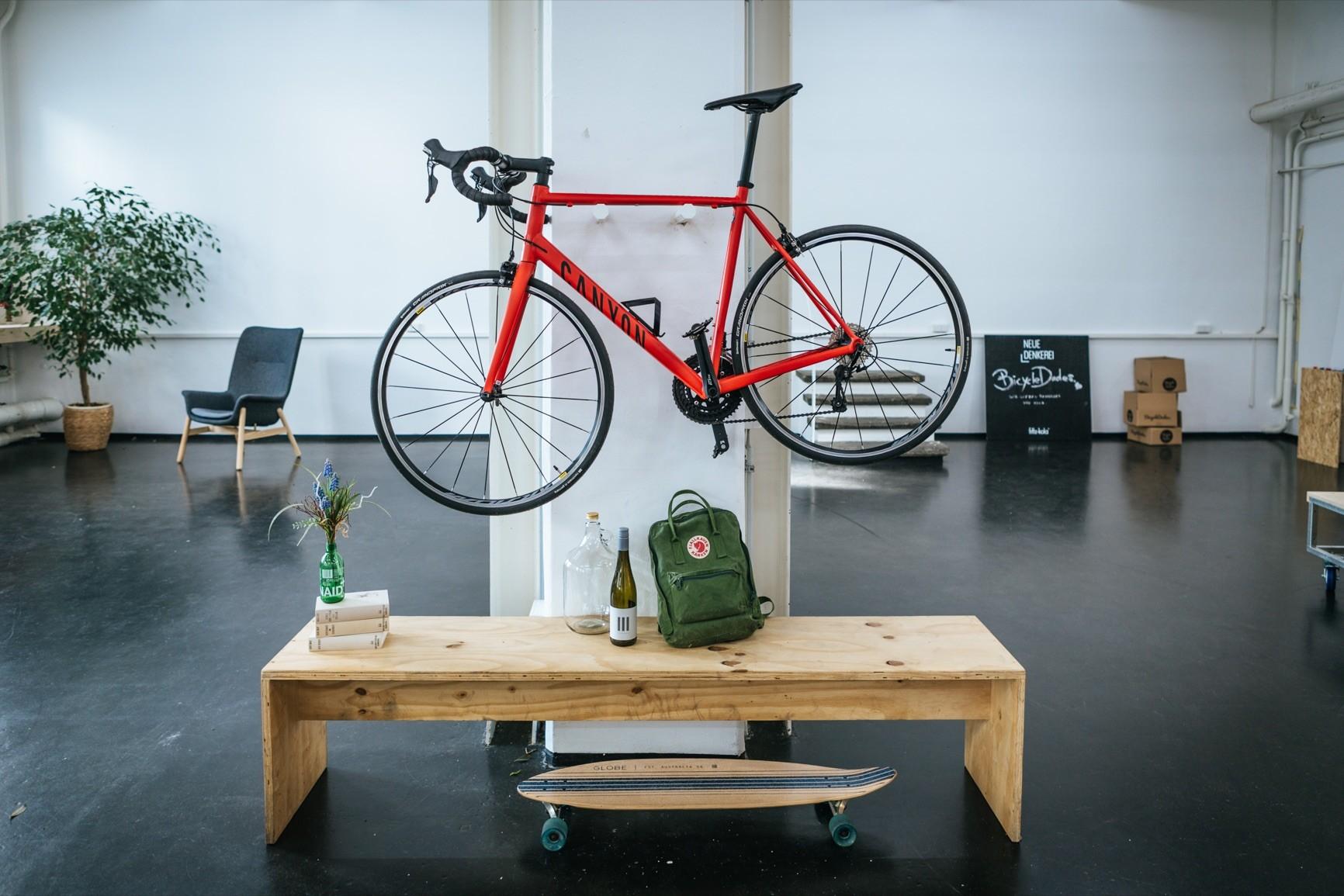 max fahrrad wandhalterung aus holz fahrradwandhalter. Black Bedroom Furniture Sets. Home Design Ideas
