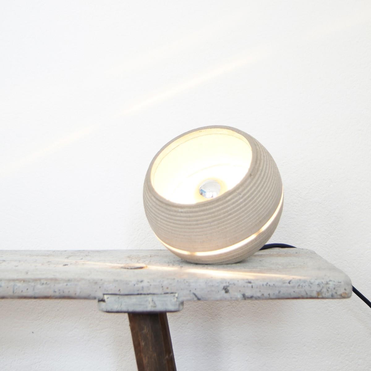 nminus1 beton lightbeam stehlampe tischlampe in verschiedenen farben. Black Bedroom Furniture Sets. Home Design Ideas