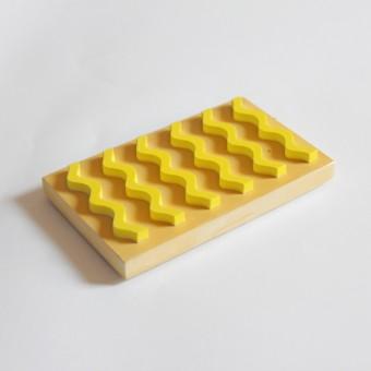 Seifenablage aus Porzellangips / Ocker-Gelb / objet vague