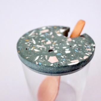 Terrazzo Zuckerdose Glas mit Holzlöffel / grün / objet vague