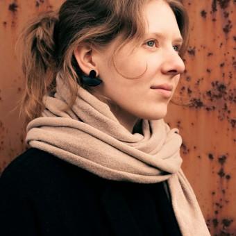Laura Stolz / Ohrringe aus Naturleder und 925 Silber // Halbmond / schwarz