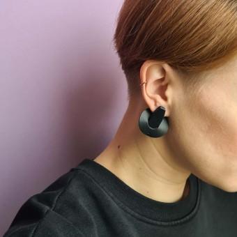 Laura Stolz / Ohrringe aus Naturleder und 925 Silber // Saturn / schwarz