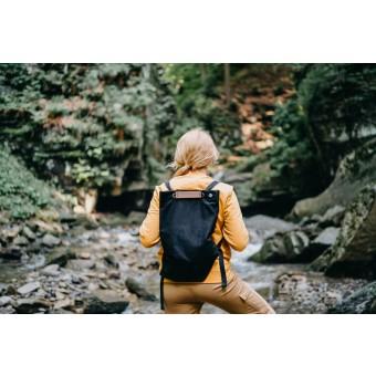 """BeWooden Praktischer kleiner schwarzer Rucksack mit Holzdetails """"Nox Minibackpack"""""""