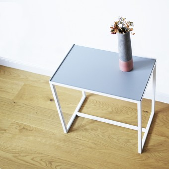 ELAIS - Beistelltisch in weiß / betongrau