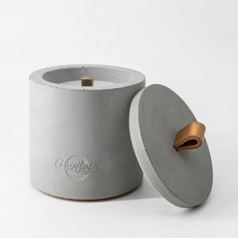 Beton-Outdoor-Feuer mit tollem cognacfarbenem Ledergriff. Oder: Der nachhaltige Wachs-Fresser von Grellroth Design