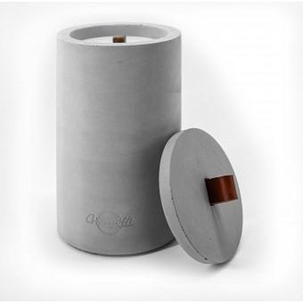 Beton-Outdoor-Feuer (H 26cm) mit tollem rot-braunem Ledergriff. Oder: Der nachhaltige Wachs-Fresser von Grellroth Design