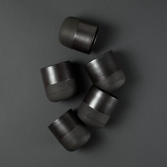 NOTON Keramik // Becher aus schwarzem Ton mit metallic Glasur