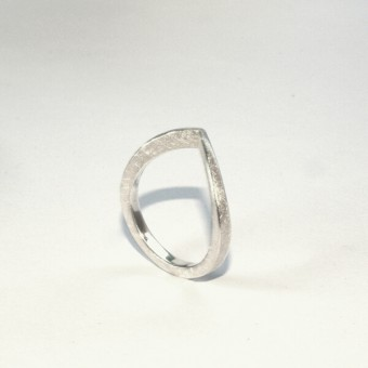 "DOPPELLUDWIG – Ring ""ANGESPITZT"" aus 925/-  Silber"