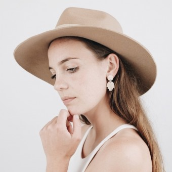 EVE + ADIS // HAMSA MINI HAND EARRINGS nude