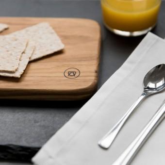 "Frühstücksbrettchen - ""Ei-Pad"" aus Eichenholz (klein) - Anton Doll Holzmanufaktur"