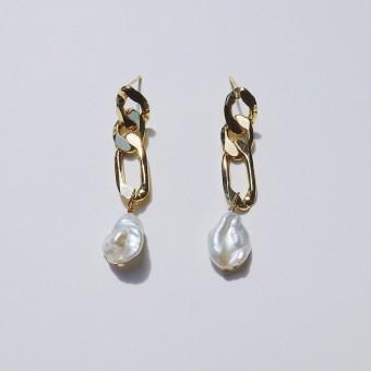 Valerie Chic - WHITEHAVEN Ohrringe - Keshi Perlen, 925 Silber, vergoldet