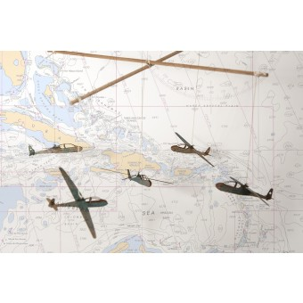 formes Berlin Flugzeug-Holzmobile zum selber Basteln
