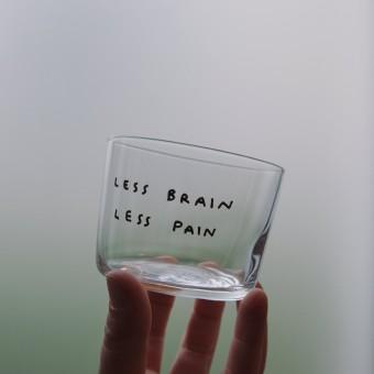 LESS BRAIN LESS PAIN Glas – Johanna Schwarzer