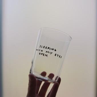 SLEEPING WITH MY EYES OPEN Glas – Johanna Schwarzer