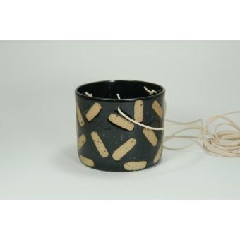 HAN - handgemachter Keramik Blumentopf hängend in schwarz Memphis - Anita Riesch
