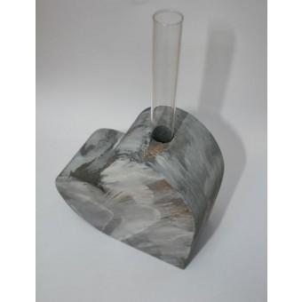 Kernholz Holzherz mit Reagenzglas