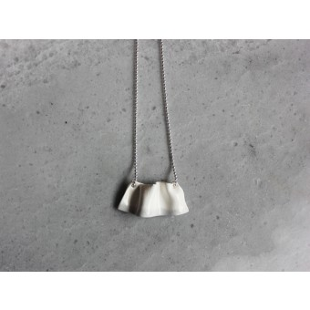"""Skelini - Porzellananhänger """"Welle"""" an einer Silberkette"""