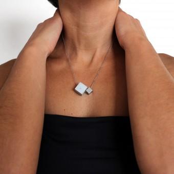 Moderne Halskette mit Würfeln aus Beton und Edelstahl, mit italienischer 925 Silber Gliederkette | ORTOGONALE