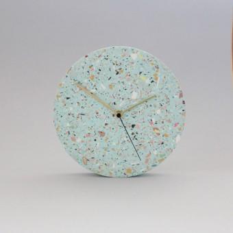Terrazzo Wanduhr mit Uhrzeiger aus Messing / Türkis / objet vague