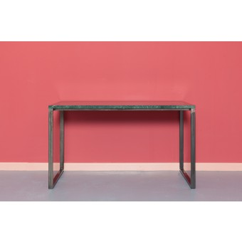 Tisch aus Serpentinit und Stahl | ENNO
