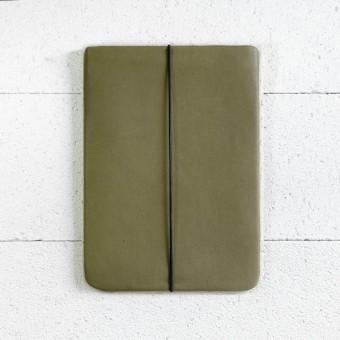 VANDEBAG - MacBook Skin aus olivgrünem Leder
