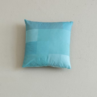 Hanne Gutbrod Kissen blau 070//14//9.5 (40x40)
