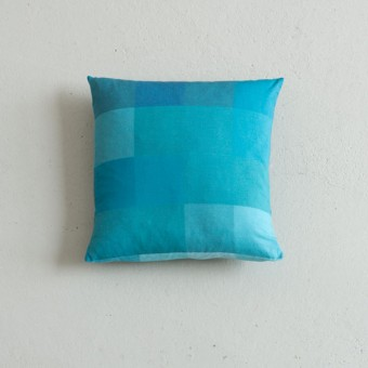 Hanne Gutbrod Kissen blau 100//14//9,5 (40x40)