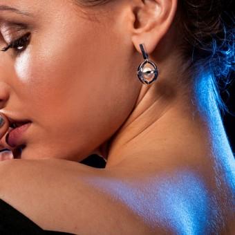 YOURS TO KEEP Perlenohrring 3.0 Hängender Stecker mit Süßwasserperle
