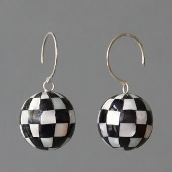 Perlmuttkugeln - margaritifera - Ohrhänger - Perlmutt schwarz-weiß und Silber 925