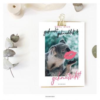 designfeder | Postkarte Fühl dich gedrückt, geknuddelt und geknutscht (Koala)