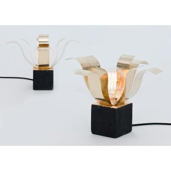 LJ LAMPS Alpha open Psi – Leuchte aus Messing und schwarzem Beton