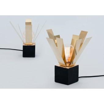 LJ LAMPS Alpha straight Psi – Leuchte aus Messing und schwarzem Beton