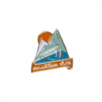 Roadtyping Emaille Pin Mountain Love