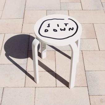SIT DOWN Hocker – Johanna Schwarzer