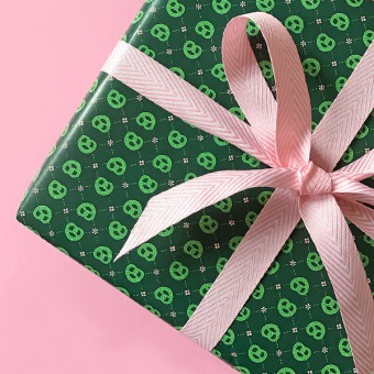 HEIMATFORMAT Geschenkpapier BREZEN waldgrün // inkl. Versand