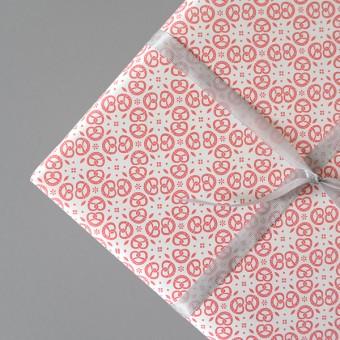 HEIMATFORMAT Geschenkpapier BREZEN Ornament rot // inkl. Versand