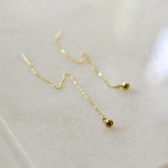 Gudbling // Threader Ohrringe mit vergoldeter Messingkugel
